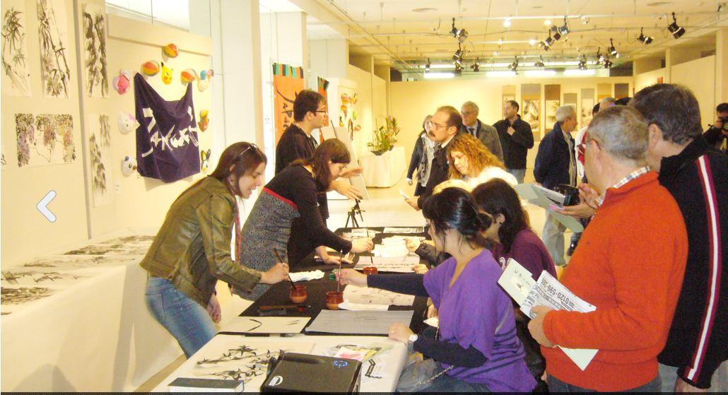 Rebeca Roca Palau de la Música Valencia expone y da talleres de pintura japonesa sumi-e