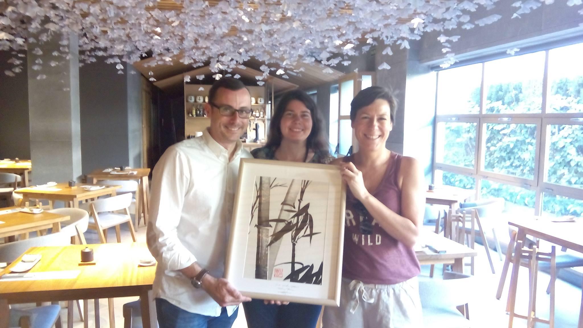 Rebeca Roca en Nozomi Sushi Bar con Nuria Morell y José su esposo.